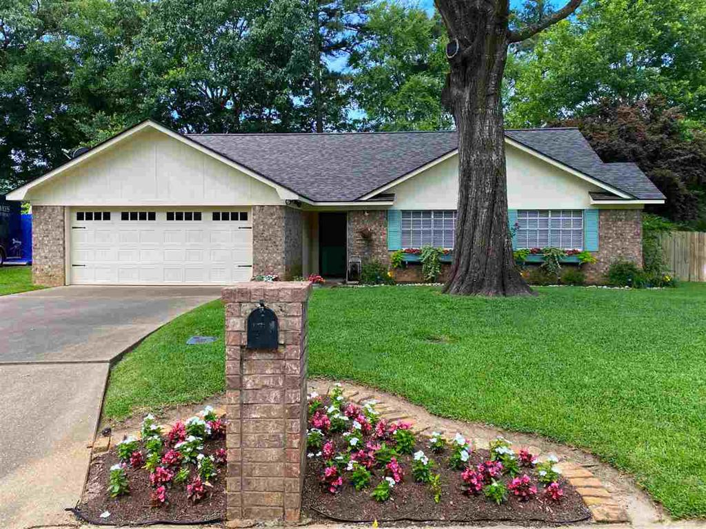 Photo of home for sale at 1107 Kensington Ct., Longview TX