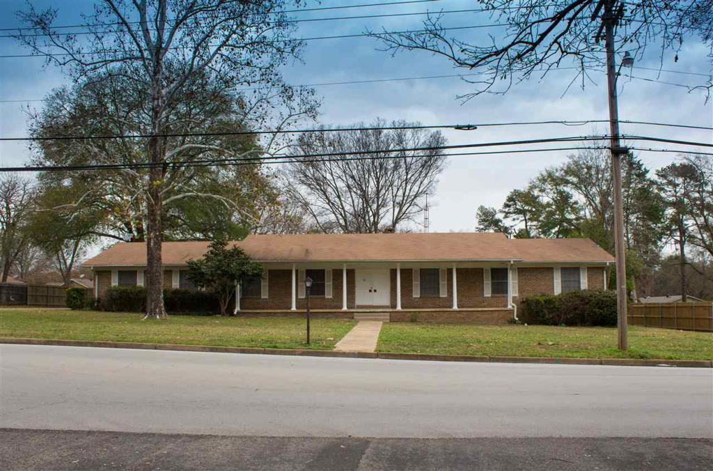 Photo of home for sale at 805 Fairmont, Longview TX