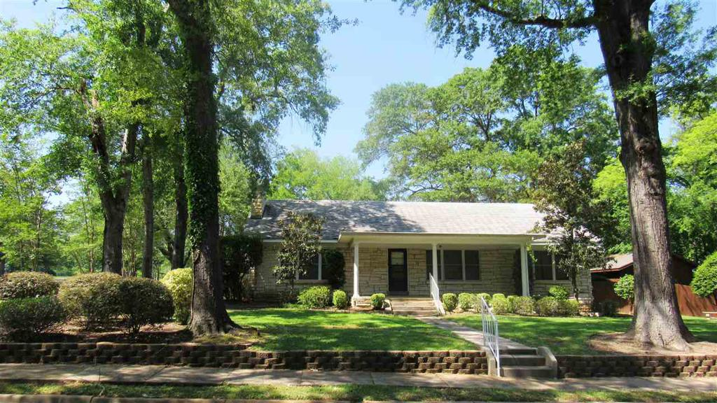 Photo of home for sale at 513 Crockett, Marshall TX