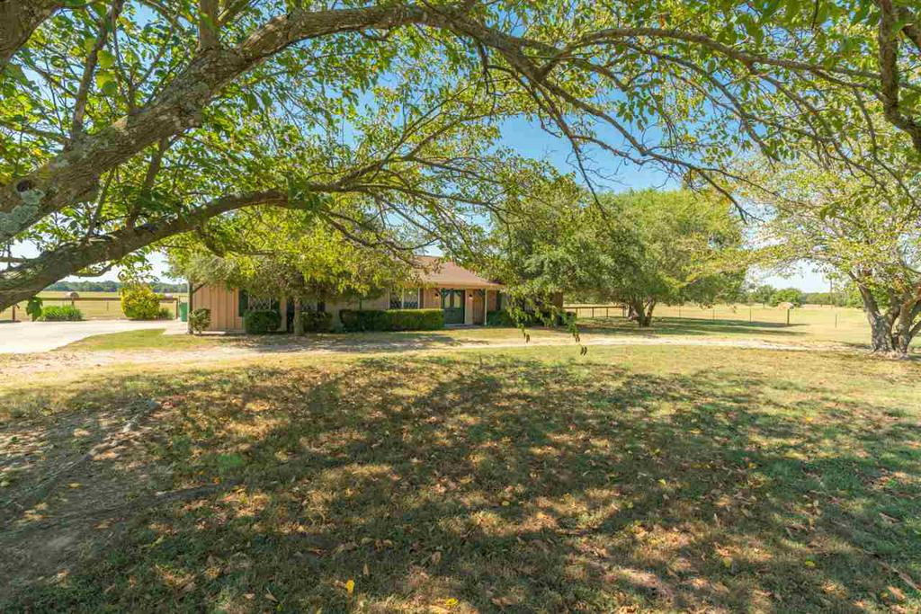 Photo of home for sale at 667 County Road 4711, Sulphur Springs TX