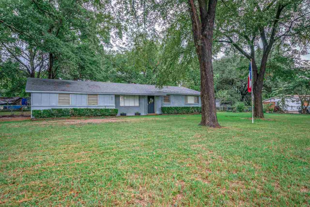 Photo of home for sale at 800 Scott St, Gladewater TX