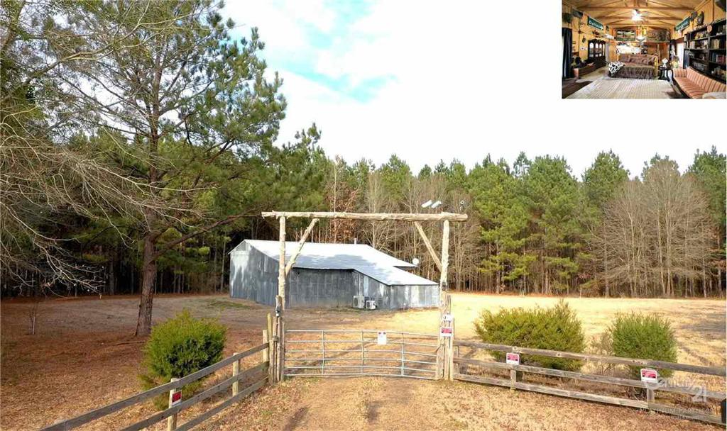 Photo of home for sale at 1345 CR 1118, Maud TX