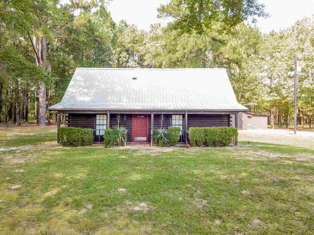 Photo of home for sale at 221 Meador Rd, Kilgore TX