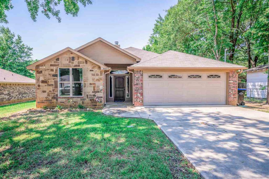 Photo of home for sale at 300 Collins Ave., Longview TX