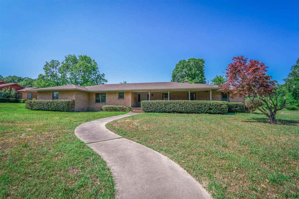 Photo of home for sale at 600 North St, Gilmer TX