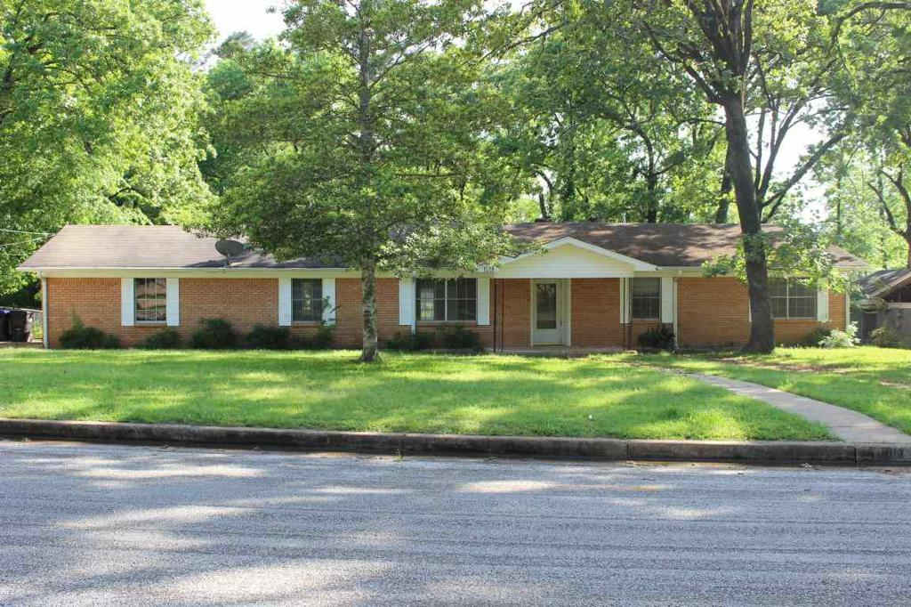 Photo of home for sale at 1018 Akin, Longview TX