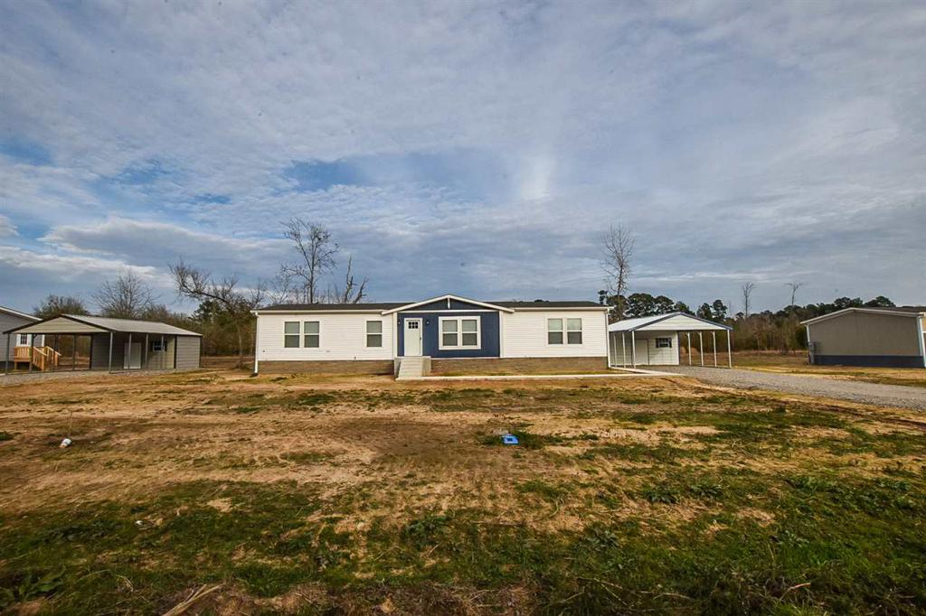 Photo of home for sale at 981 Adams St, Carthage TX