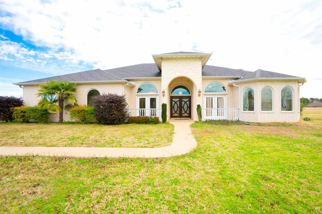 Photo of home for sale at 509 Prospect Rd., Longview TX