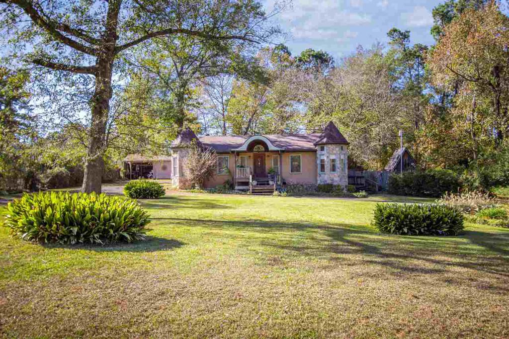 Photo of home for sale at 1611 Garner Lane, Longview TX