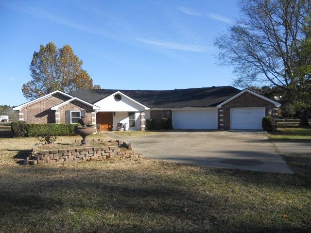 Photo of home for sale at 475 Acorn Trl, Hallsville TX