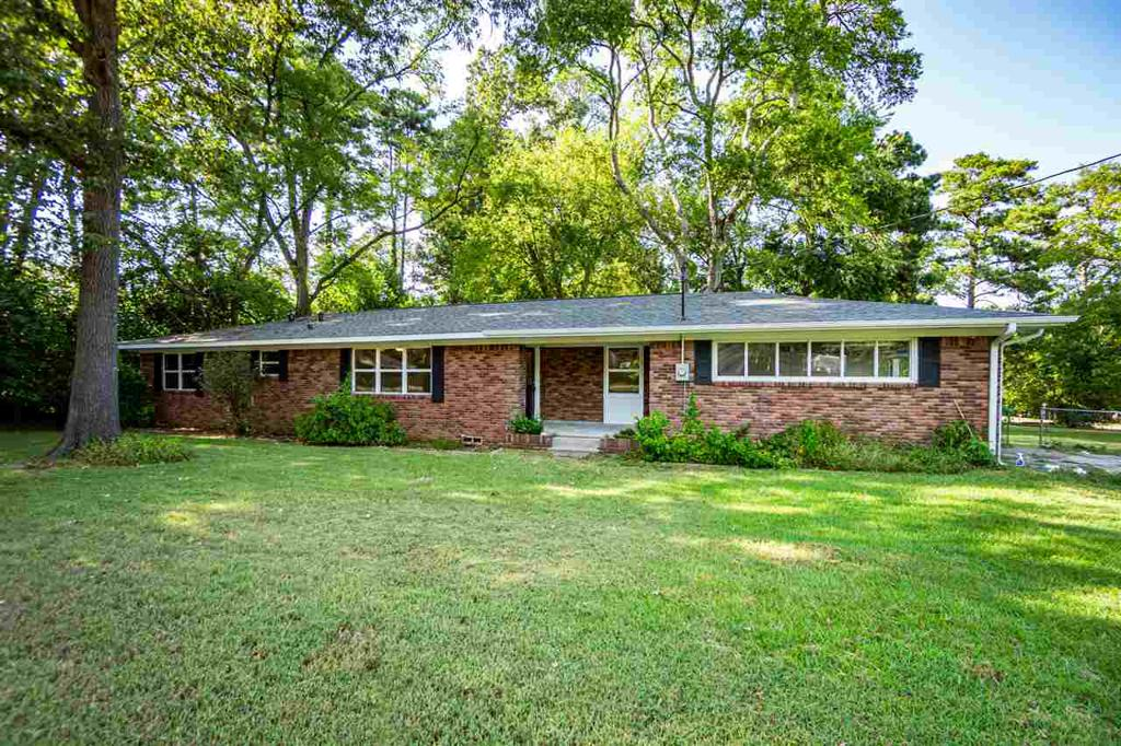 Photo of home for sale at 205 Tuttle Rd, White Oak TX
