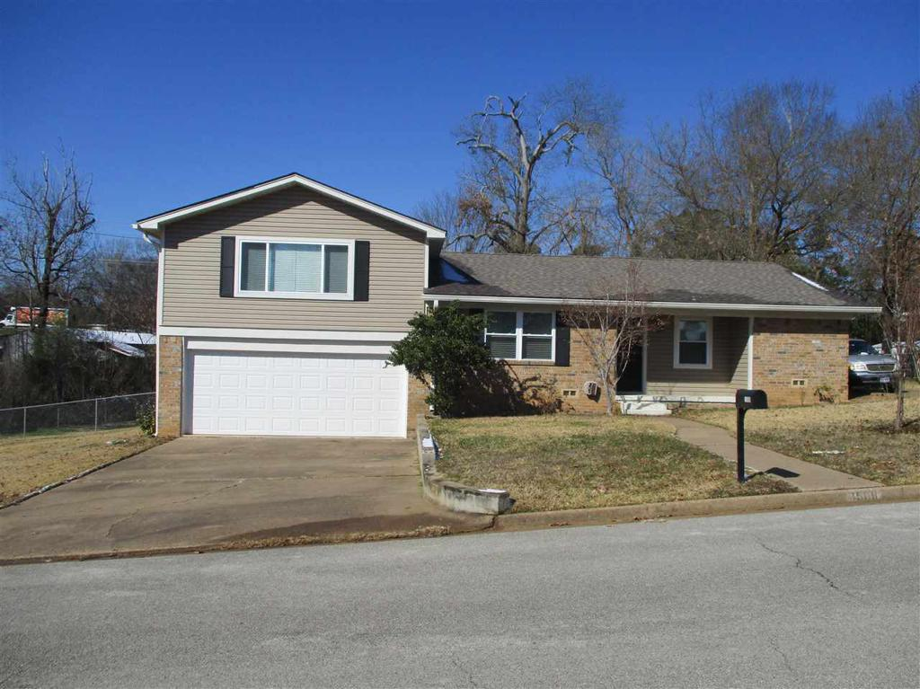 Photo of home for sale at 1508 Rayford Rd, Henderson TX
