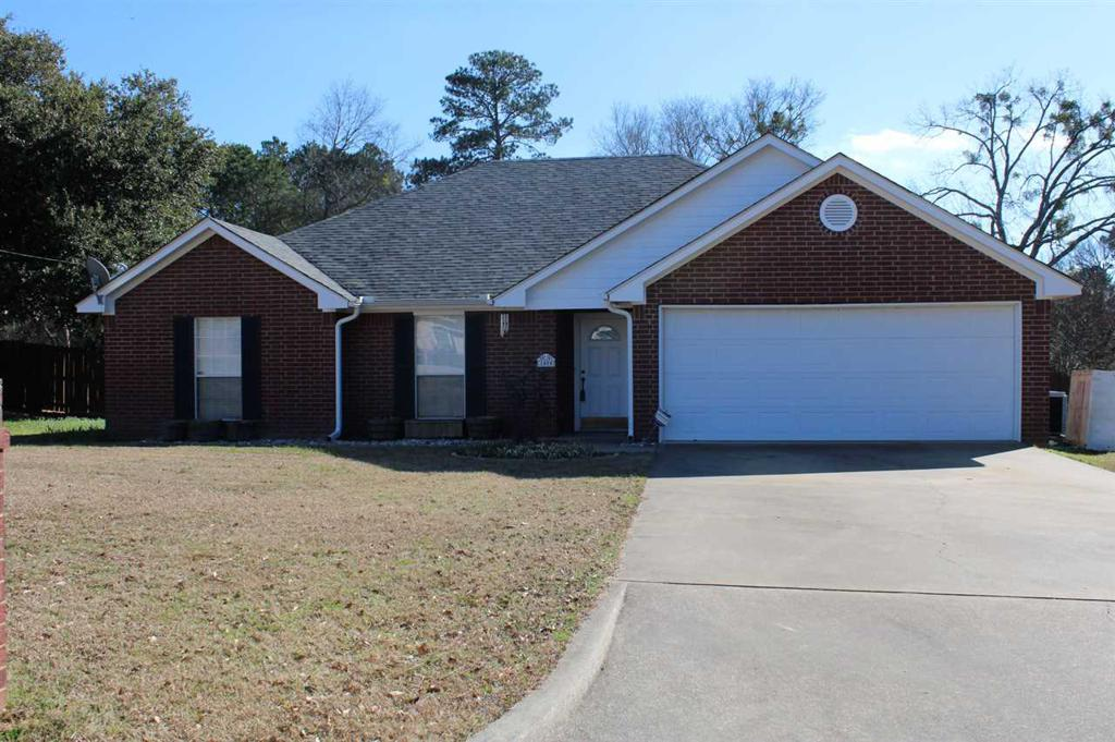 Photo of home for sale at 1404 Walter St, Longview TX
