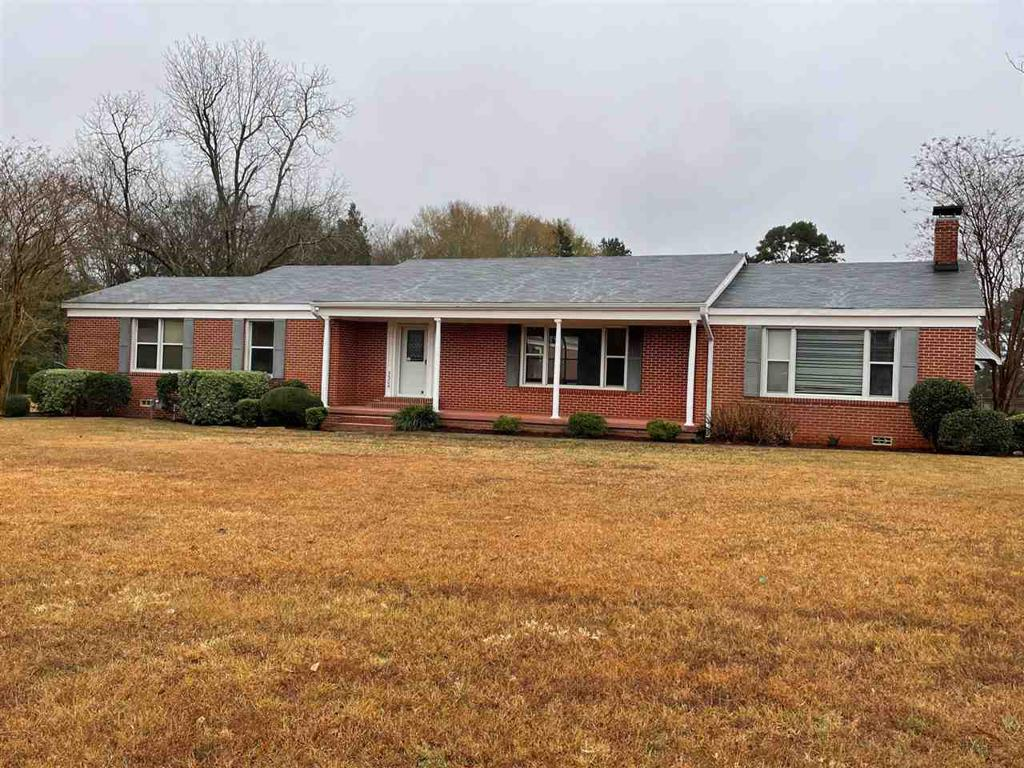 Photo of home for sale at 5304 Karnack Hwy, Marshall TX