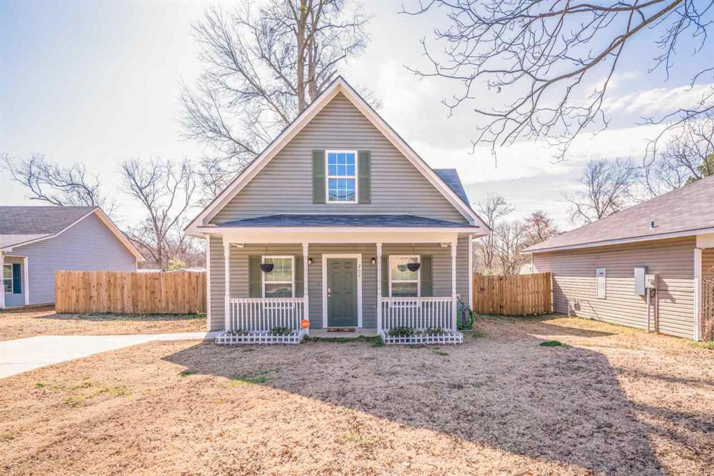Photo of home for sale at 207 Gay Ave, Gladewater TX