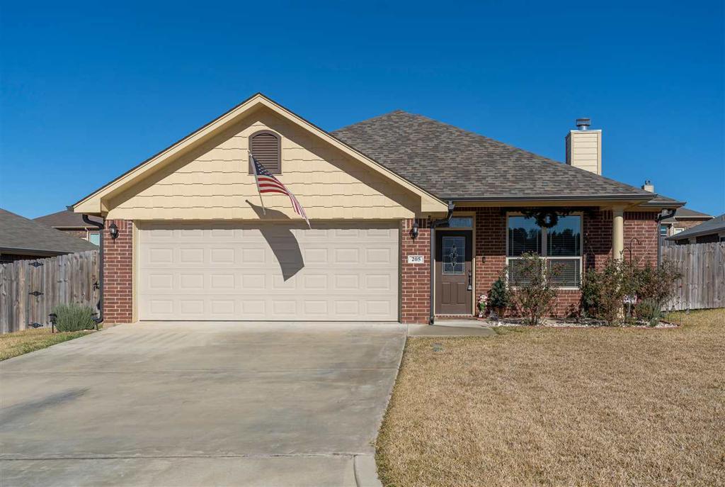 Photo of home for sale at 205 Sierra Vista Lane, Longview TX
