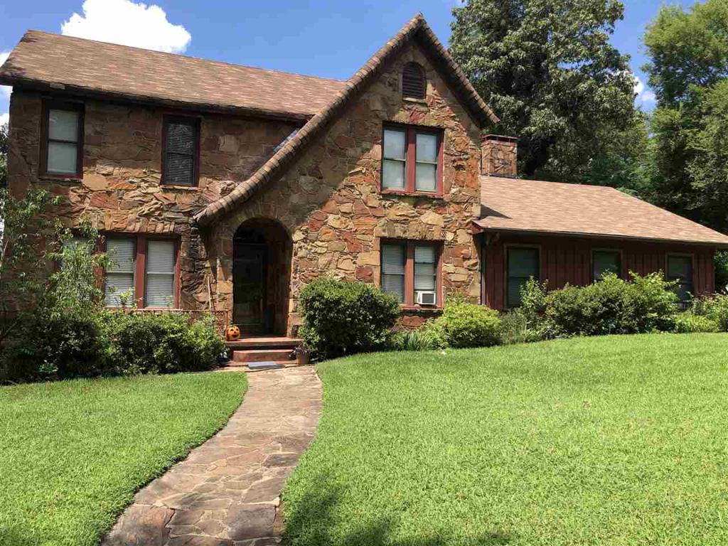 Photo of home for sale at 109 Henley Perry Dr, Marshall TX