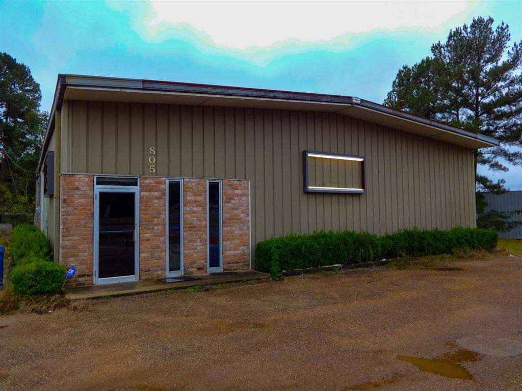 Photo of home for sale at 805 W. Broadway, Big Sandy TX
