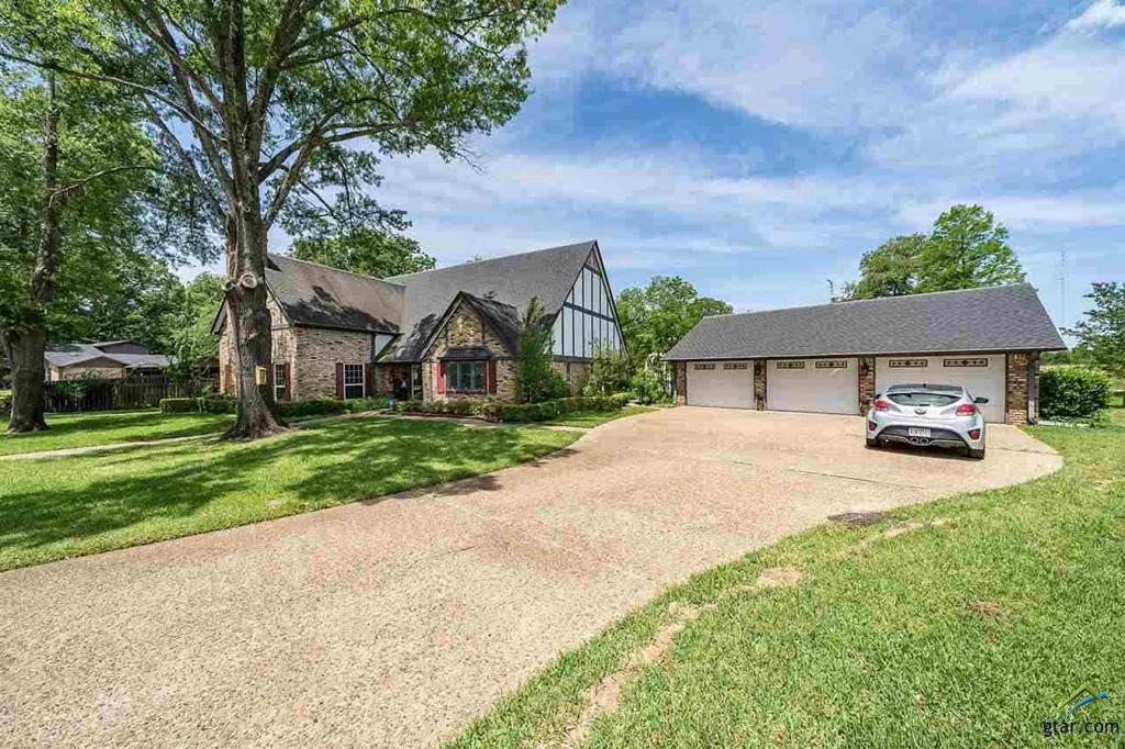 Photo of home for sale at 222 Rodessa, Hawkins TX