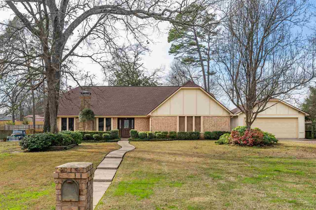 Photo of home for sale at 2605 Northview Dr., Longview TX