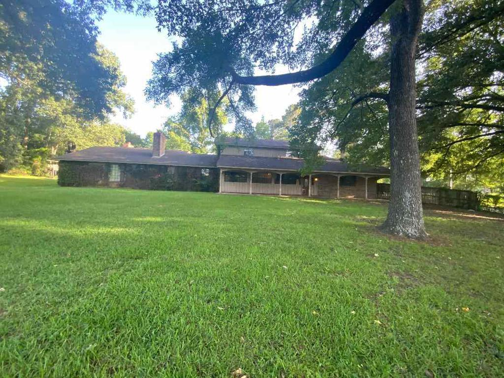 Photo of home for sale at 902 Woodlawn, Kilgore TX
