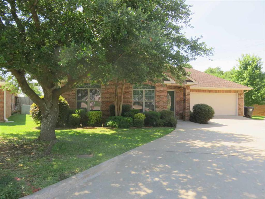 Photo of home for sale at 1604 Valley Brook, Longview TX