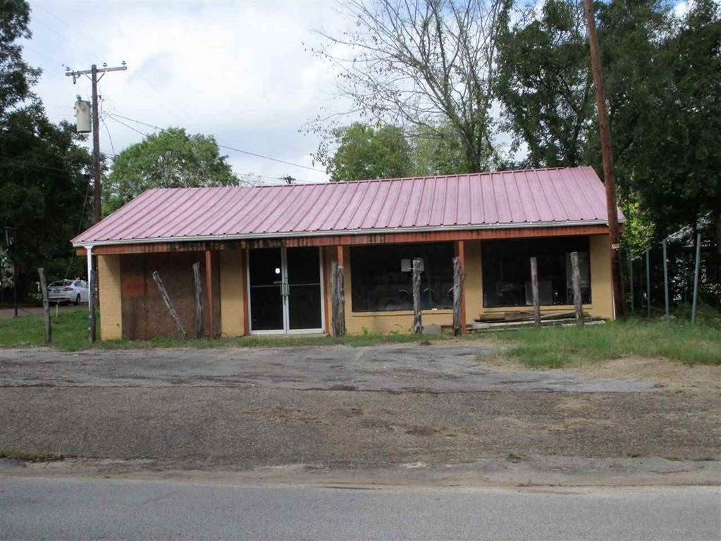 Photo of home for sale at 306 Helen St., Overton TX
