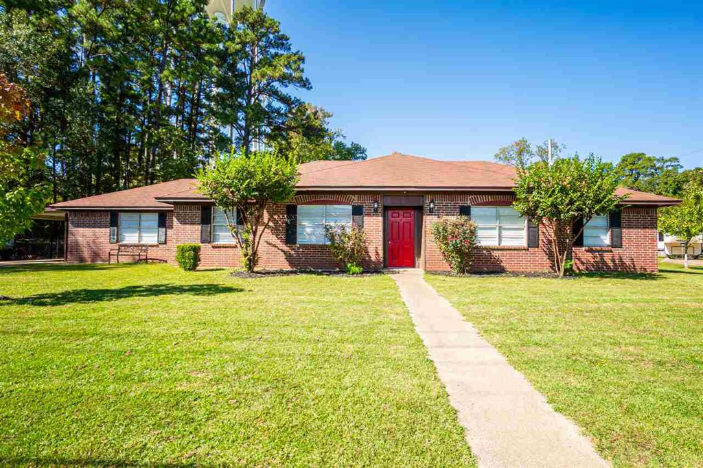 Photo of home for sale at 305 Parkview St, Kilgore TX