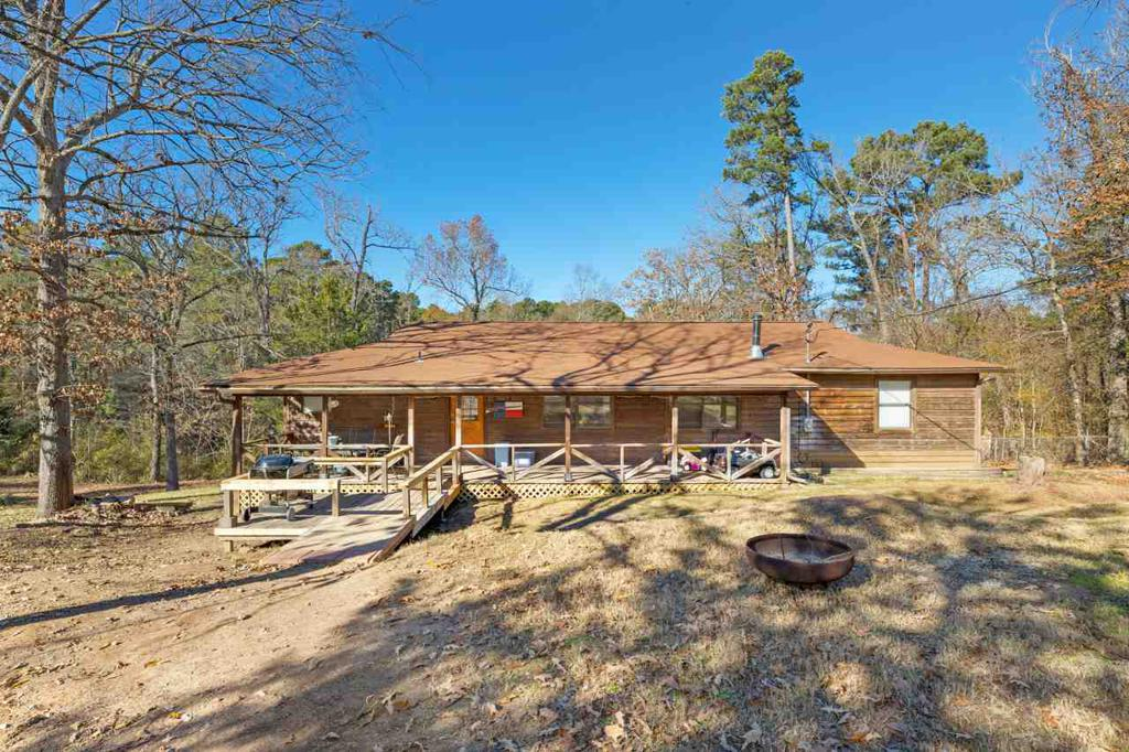 Photo of home for sale at 189 Marauder Circle, Ore Ciity TX