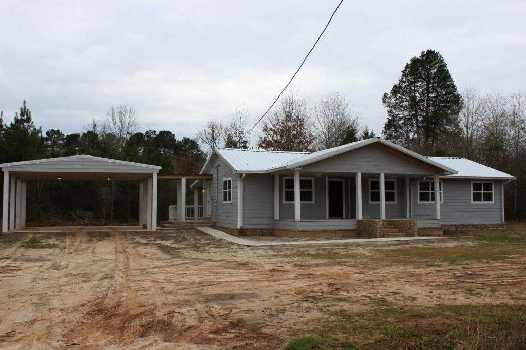 Photo of home for sale at 18532 FM 95, Mt Enterprise TX
