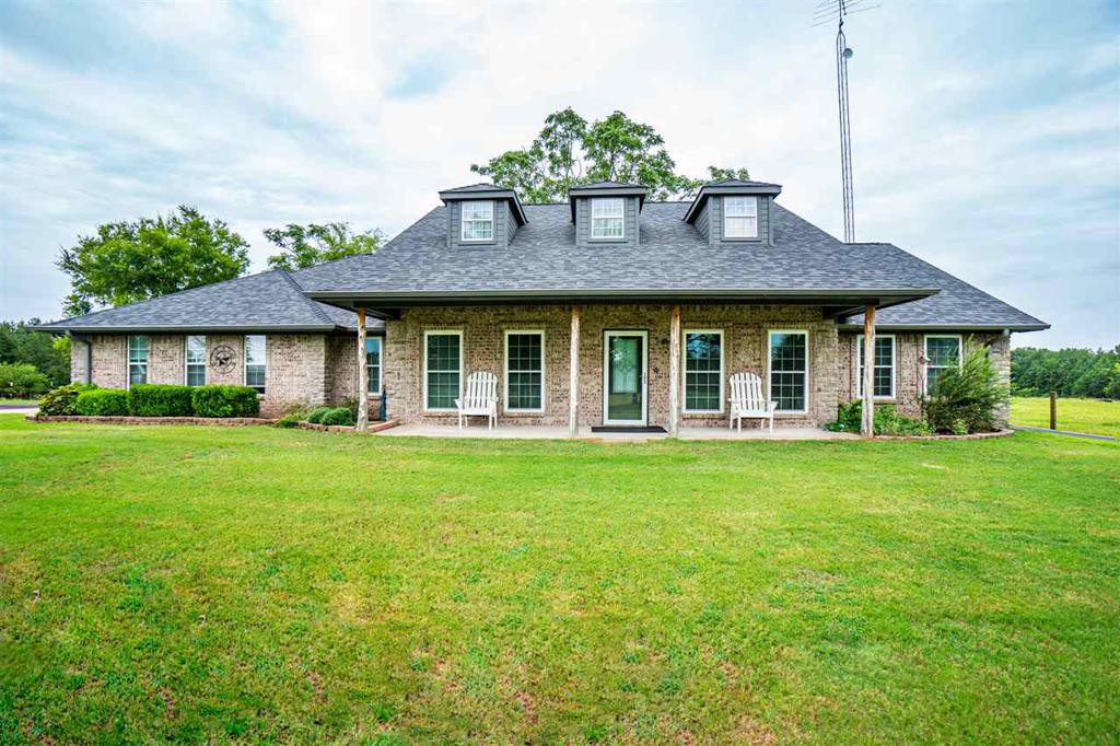 Photo of home for sale at 356 CR 4608, Winnsboro TX
