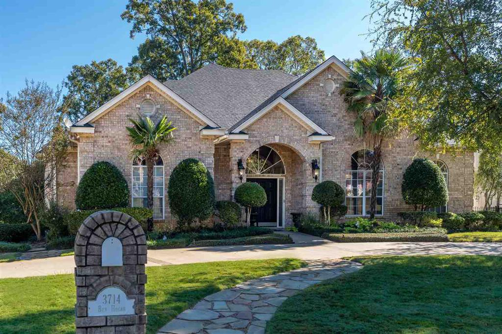 Photo of home for sale at 3714 Ben Hogan Dr, Longview TX