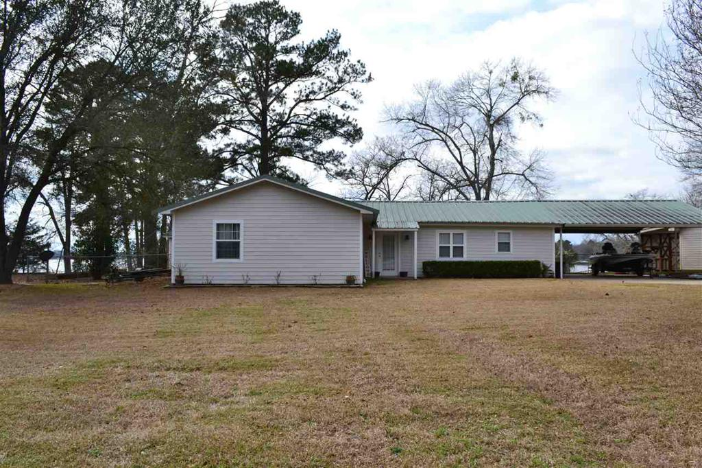 Photo of home for sale at 271 CR 184, Carthage TX