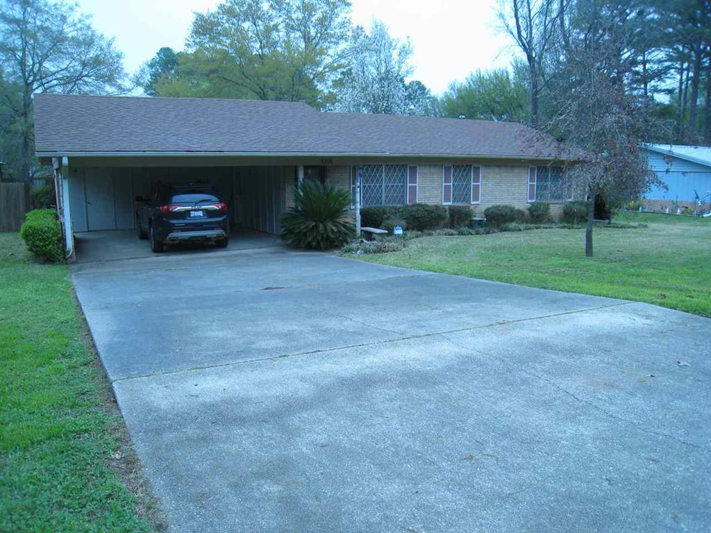 Photo of home for sale at 1205 Baxley, Longview TX