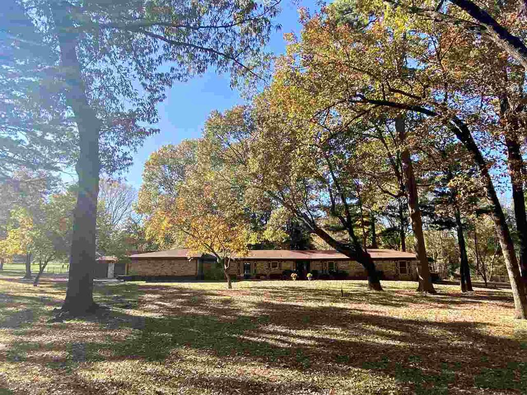 Photo of home for sale at 118 Dogwood, Lone Star TX