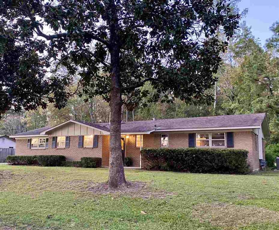 Photo of home for sale at 140 Dixie Trail, Carthage TX