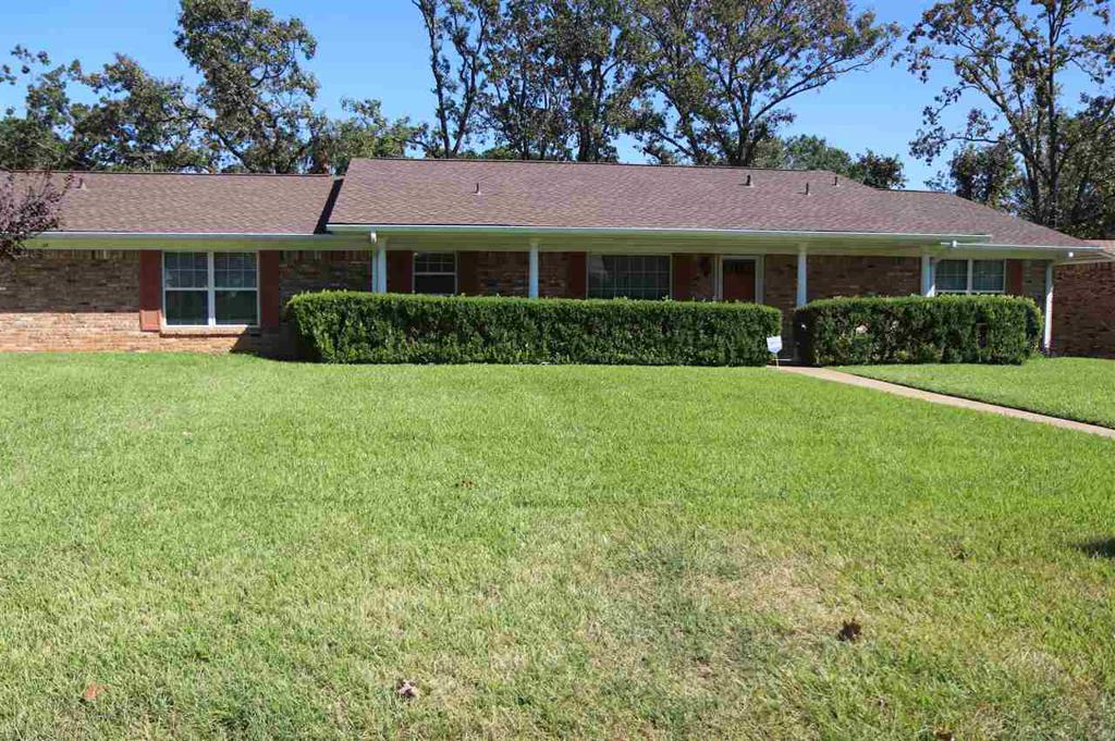 Photo of home for sale at 1704 Cardinal, Longview TX