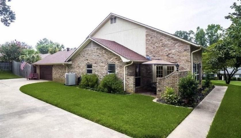 Photo of home for sale at 3025 Latonia Street, Longview TX
