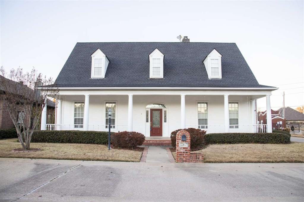 Photo of home for sale at 13 Estates Ct., Longview TX