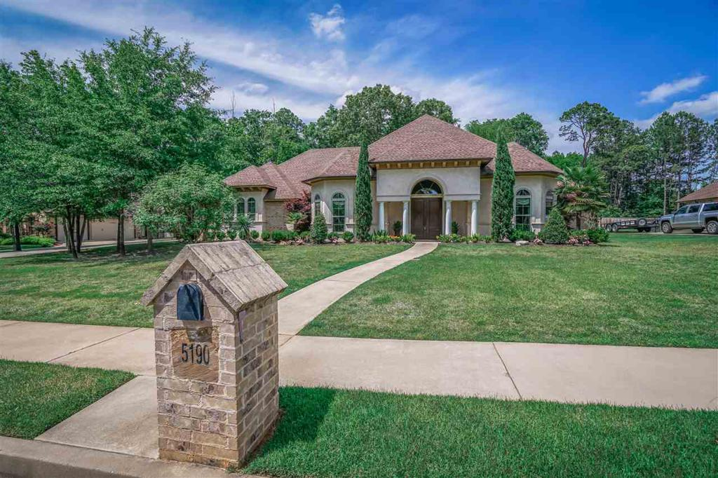 Photo of home for sale at 5190 Northcrest Chase, Longview TX