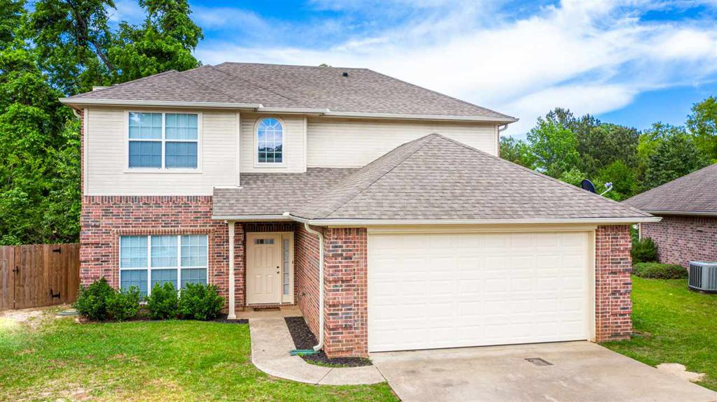 Photo of home for sale at 3201 Oakleigh, Longview TX