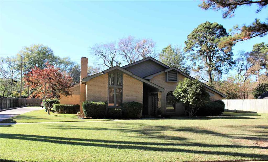 Photo of home for sale at 11 Stonegate Dr, Longview TX