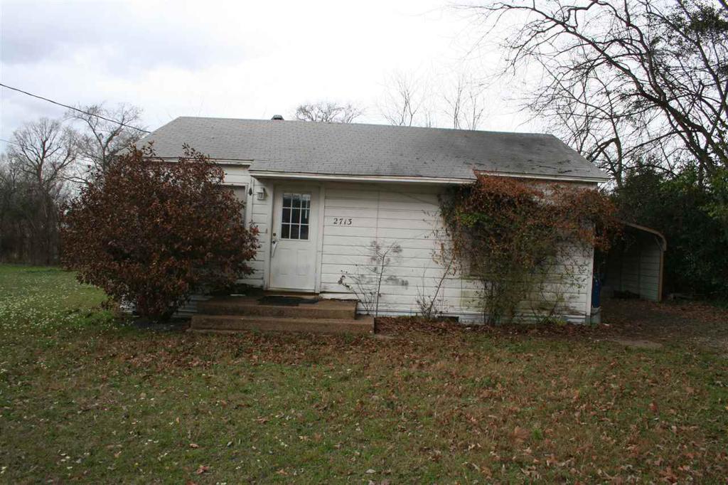 Photo of home for sale at 2713 Ledbetter Dr, Kilgore TX