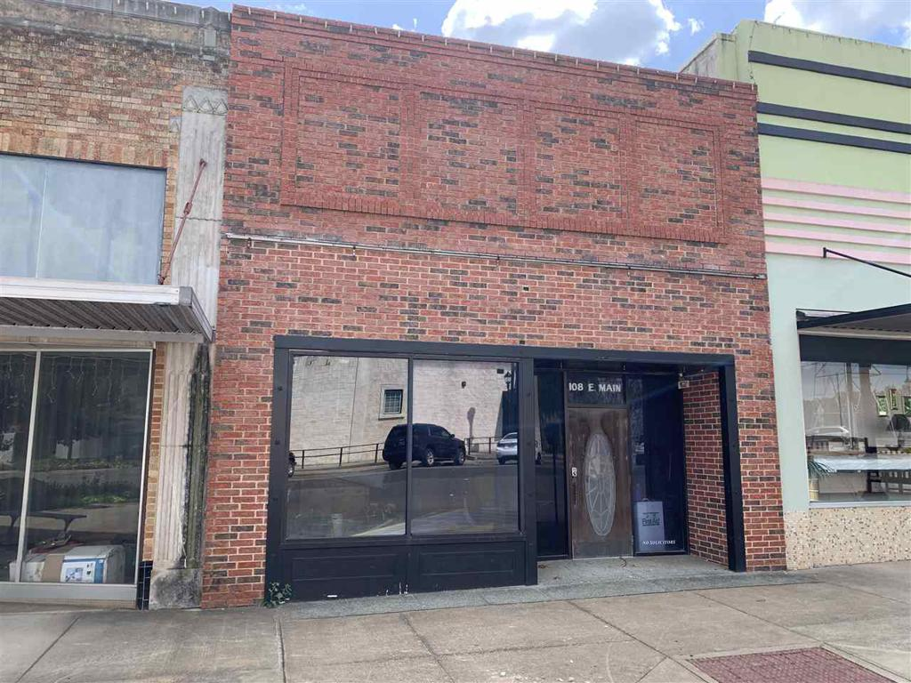 Photo of home for sale at 108 Main St., Kilgore TX