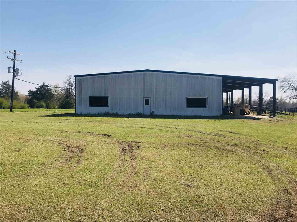 Photo of home for sale at 215 County Road 1152, Carthage TX