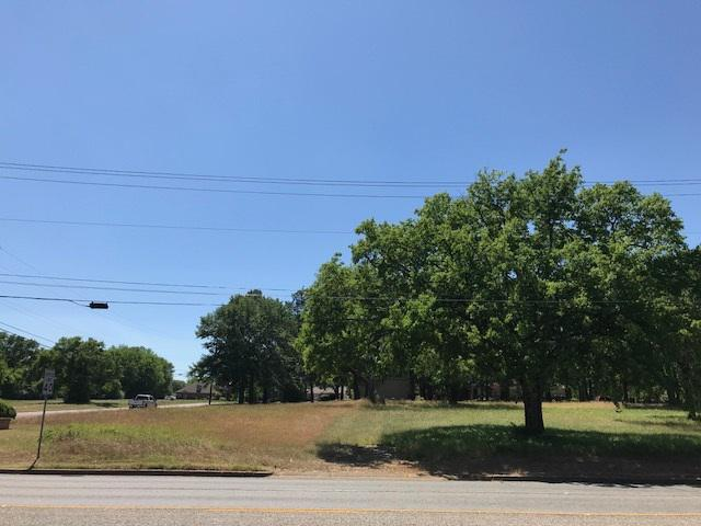 Photo of home for sale at 501-503 Gilmer Road, Longview TX