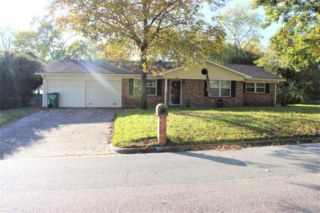Photo of home for sale at 1612 Rayford Rd, Henderson TX