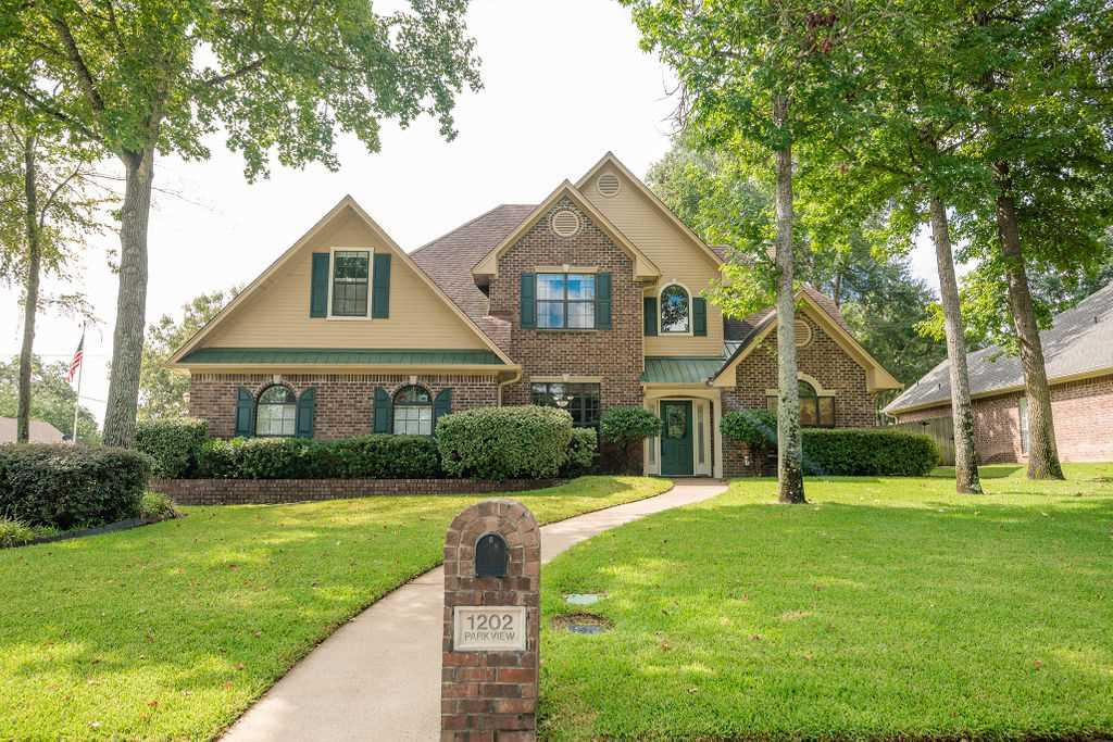 Photo of home for sale at 1202 Parkview Drive, Tyler TX
