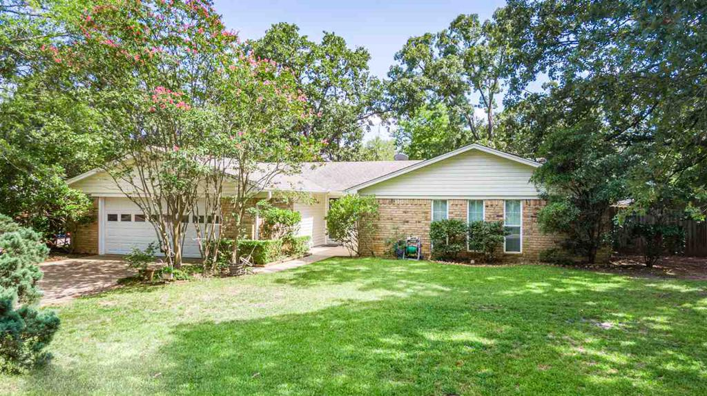 Photo of home for sale at 2802 Crestwood Ln, Kilgore TX