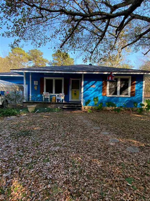 Photo of home for sale at 2000 Roberts St, Kilgore TX